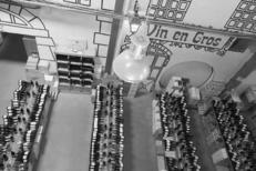 Belle sélection de vins dans l'espace Caviste de la Maison méditerranéenne des Vins sur la route de l'Espiguette du Grau du Roi (crédits photos : networld-fabrice Chort)