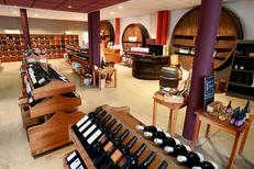 La Maison des Vins du Languedoc propose une boutique des vins AOP Languedoc avec plus de 600 références à découvrir chez ce caviste.(® SAAM-fabrice Chort)