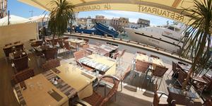 La Calanque Sète propose ses menus ensoleillés à déguster au restaurant avec terrasse sur les quais.