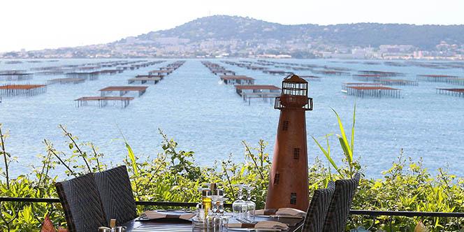 Le restaurant La Palourdière à Bouzigues propose une vue imprenable sur l'étang de Thau.