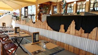 Le Chalet Chamoniard Lattes Restaurant savoyard avec une carte de grillades et de salades pour les beaux jours monte dans les alpages pendant l'été.(® SAAM-fabrice CHort)