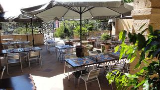 Tentez de gagner et de vous offrir un restaurant pour 2 à Lattes avec Resto-Avenue en écoutant l'émission de cuisine de France Bleu Hérault à la table des Cuisiniers Vignerons de Lattes.