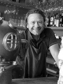Le restaurant Coquillages et Crustacés à Sète, dédié aux fruits de mer et au poisson frais, est géré par Christian Guibal.(® SAAM fabrice Chort)