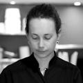 L'atelier de l'Epicure Montpellier propose des cours de cuisine, un service Traiteur, une épicerie, des prestations de chef à domicile est présenté par Aurélie sa fondatrice.(® SAAM-Fabrice Chort)