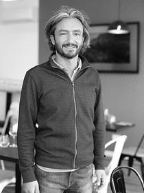Le restaurant La Plancha à Carnon qui propose une cuisine fait maison avec une terrasse face au port est dirigé par Umut Tasdelen.(® SAAM-fabrice Chort)