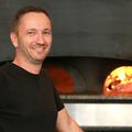 Pizzeria Chez Vincent Montpellier Restaurant italien qui propose des pizzas fait maison cuites au feu de bois et des spécialités italiennes est gérée par Giuseppe Palumbo (® SAAM-fabrice Chort)