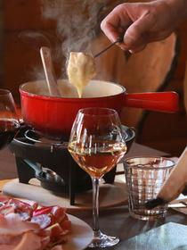 Le Chalet Chamoniard Montpellier présente la recette de la Fondue au fromage à déguster à Lattes (® networld-fabrice chort)