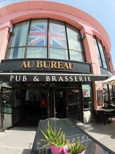 Au Bureau Montpellier Restaurant Brasserie Odysseum présente aussi une ambiance Pub ainsi que des concerts live, des happy hours, des retransmissions de matchs ( ® SAAM-Fabrice Chort)