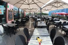 Au Bureau Montpellier Restaurant Brasserie Odysseum propose une grande terrasse ( ® SAAM-Fabrice Chort)
