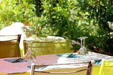 L'Auberge de La Crouzette de Combaillaux propose des Tables dans le jardin (® networld-fabrice Chort)