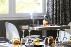Auberge du Lac au Salagou Restaurant avec une cuisine Faite Maison, une décoration soignée et un lieu d'exposition temporaire (® networld-fabrice chort)