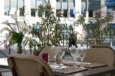Table en terrasse de la brasserie La Suite dans le quartier Antigone de Montpellier (crédits photos:networld-S.Boirel)