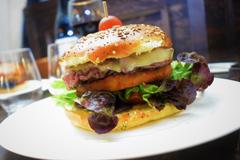 Burger Montpellier chez Burger et Ratatouille Restaurant avec une cuisine fait maison (® burger et ratatouille)