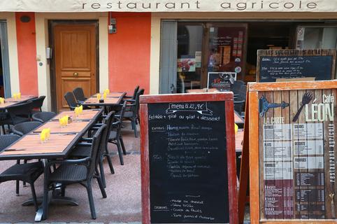 Café Léon Montpellier Restaurant cuisine fait maison et ses tables en terrasse (® SAAM-fabrice chort)