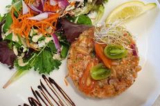 Restaurant La Cosa Nostra La Grande-Motte propose une cuisine fait maison. Ici un tartare de saumon (® cosa nostra)