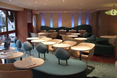 EDS-SUD Montpellier propose des banquettes et du mobilier sur-mesure pour professionnels et particuliers ici le mobilier d'une salle d'attente (® EDS-sud)