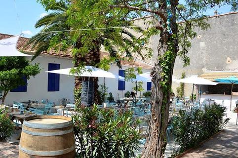 L'Aromate Palavas un restaurant de produits frais avec également une carte de Bar à vins et une grande terrasse en centre-ville  (® l'aromate)