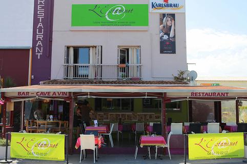 L'Estaminet au Crès est un restaurant traditionnel français de terroir avec des tables en terrasse.(® site l'estaminet)