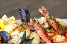 L'étoile de mer Grande Motte Restaurant proposant une assiette entre terre et mer (® networld-fabrice chort)