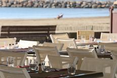 L'Etoile de mer Restaurant la Grande Motte et ses tables en terrasse face à la mer (® networld-fabrice chort)