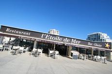 L'Etoile de mer Grande Motte Restaurant propose une grande terrasse face à la mer (® networld-fabrice chort)