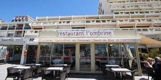 L'Ombrine de La Grande Motte et ses tables face au port et aux bateaux (®networld-Fabrice Chort)