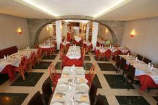 Restaurant La Calanque Sète propose une belle salle au centre-ville sur les quais face aux bateaux (® networld-fabrice Chort)