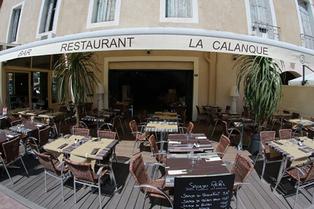 La Calanque Sète et sa superbe terrasse sur les quais face aux bateaux (® networld-fabrice Chort)
