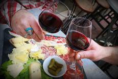 La Casa de Pat Montpellier Bar à vins et tapas en centre-ville propose des planches de charcuterie et fromage et des vins régionaux(® networld-fabrice Chort)