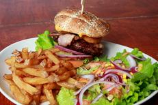 La Casa de Pat Montpellier Restaurant Bar à vins et tapas propose des burgers avec de la viande hachée Black Angus en centre-ville (® networld-fabrice Chort)