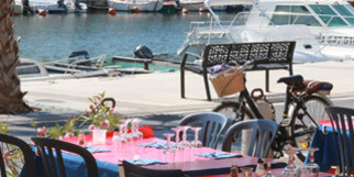 La Maison du Pêcheur Mèze restaurant de poissons, de coquillages et crustacés avec une terrasse face aux bateaux (® networld-fabrice chort)