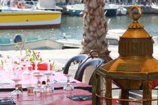 La Maison du Pêcheur Mèze Restaurant et sa terrasse avec une superbe vue sur bateaux (® networld-fabrice chort)