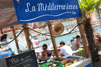 La Méditerranéenne Sète Restaurant avec une cuisine fait maison autour notamment des poissons et coquillages sur les quais de Sète.(® SAAM-fabrice CHort)