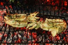 Restaurant La Palourdière Bouzigues est un restaurant de poissons, coquillages et grillades. Ici des seiches grillées.(® SAAM- Fabrice Chort)