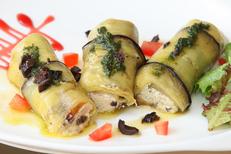La Table de Thau Bouzigues Restaurant Poissons et fruits de mer vue étang et Sète ici les canellonis d'aubergine (® SAAM--fabrice Chort)