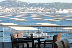 La Table de Thau Bouzigues Restaurant Poissons et fruits de mer vue étang et Sète (® SAAM--fabrice Chort)