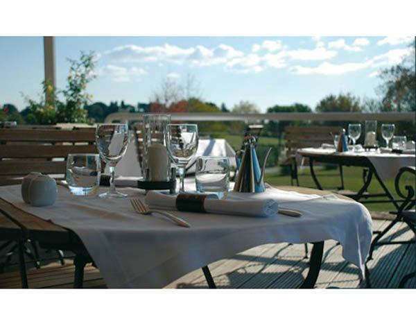 Le restaurant Le 360 présente une cuisine méditerranéenne sur le