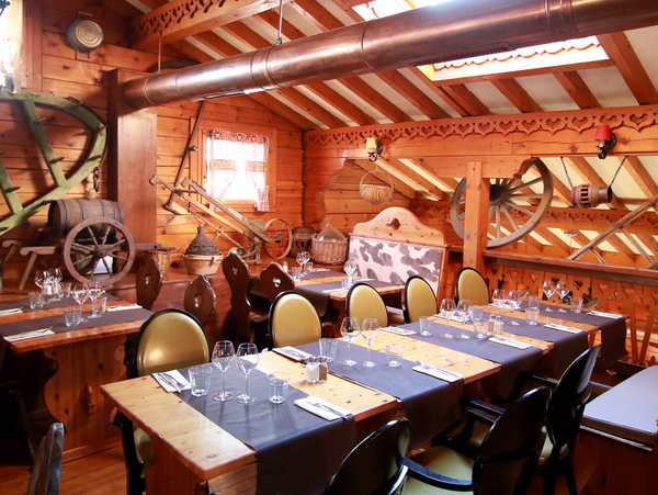 Le chalet chamoniard montpellier restaurant savoyard lattes for Ambiance cuisine geneve