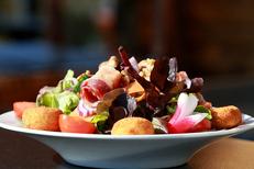 Le Chalet Chamoniard Montpellier Restaurant savoyard propose aussi des salades et des grillades sur sa carte d'été à Lattes (® SAAM-fabrice chort)