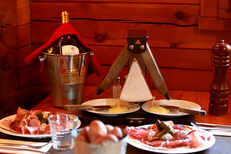 Restaurant raclette Montpellier au Chalet Chamoniard Montpellier avec ses recettes de plats savoyards à Lattes (® SAAM-fabrice chort)
