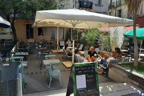 Le Come and Tea Montpellier est un salon de thé et un restaurant en centre-ville sur la Place Saint Côme.(® come and tea)
