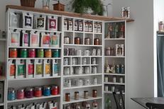 Le Come and Tea à Montpellier est un salon de thé avec un rayon boutique concernant les thés en vrac notamment (® come and tea)