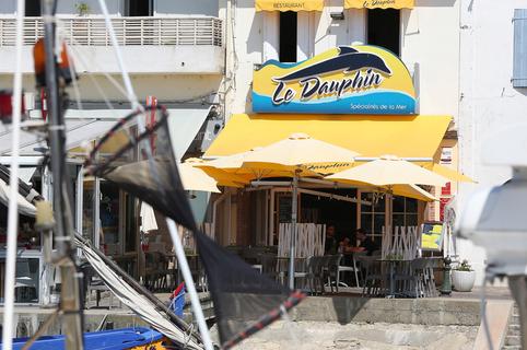 Le Dauphin Grau du Roi restaurant de poissons et fruits de mer avec terrasse (® SAAM-fabrice Chort)