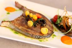 Le Dauphin Grau du Roi Restaurant de poissons avec terrasse sur les quais (® SAAM-fabrice Chort)