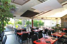 Le Delphis Lattes et sa salle de restaurant lumineuse  (® networld-fabrice Chort)