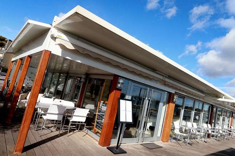 Le Grand Large Restaurant à Balaruc est un restaurant traditionnel de cuisine fait maison autour notamment des poissons et des coquillages avec une vue superbe sur l'étang.(® SAAM-fabrice Chort)