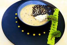 Mazerand Restaurant Lattes est un restaurant gastronomique. Ici, son velouté de morilles, oeuf parfait et émulsion d'une crème au lard  (® SAAM-Fabrice Chort)