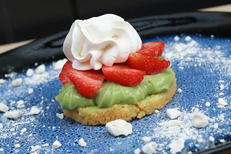 Le Vieux Four Montpellier est un restaurant fait maison en centre-ville. Ici la tarte aux fraises crème pâtissière pistache (® SAAM-Fabrice CHort)