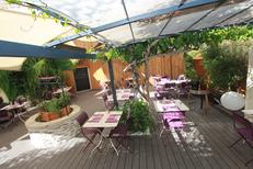 Les Gourmands Montpellier propose une magnifique terrasse sous tonnelle sur l'avenue Saint Lazare au centre-ville (® networld-Fabrice Chort)