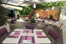 Les Gourmands Montpellier Restaurant propose un patio d'été à l'arrière du restaurant sur l'avenue Saint Lazare au centre-ville (® networld-Fabrice Chort)